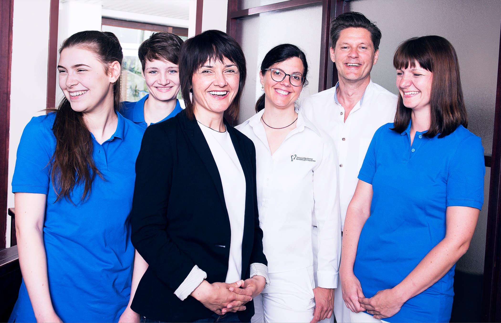 Bild vom Praxisteam der Zahnarztpraxis Uwe Brongkoll in München Haidhausen, Uwe Brongkoll 2ter von rechts